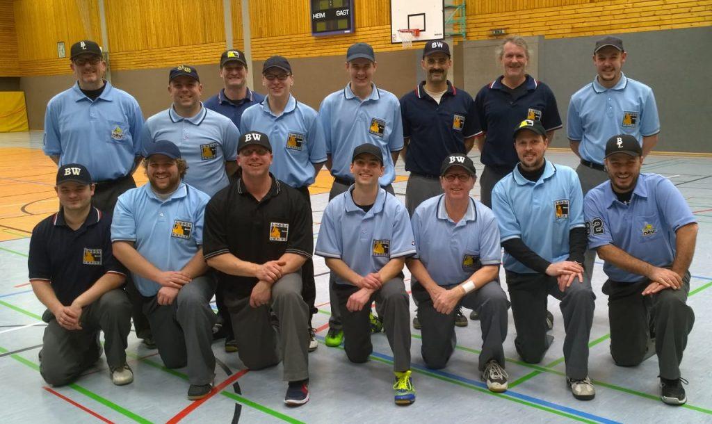 Die Teilnehmer und Ausbilder der Umpire-Fortbildung