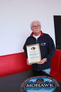 Manuel Gilberts mit Urkunde des BWBSV